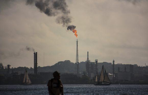 Puerto refinería Nico Lopez nautica 580x374