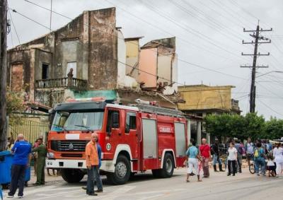 bomberos derrumbe