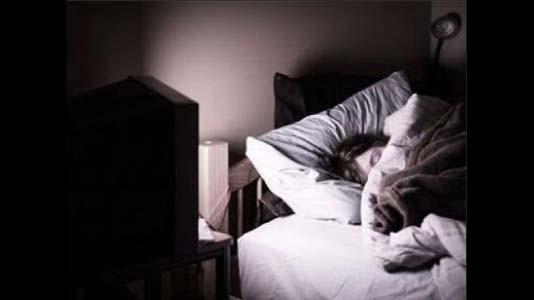 dormir con tv