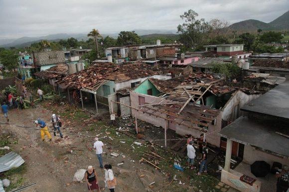 Una tormenta severa afectó viviendas en Entronque de Guasimal el 25 de mayo. Foto: Radio Sancti Spíritus.