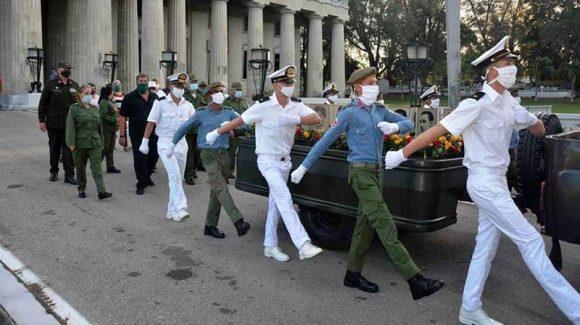 Homenaje a los mártires del levantamiento popular del 5 de Septiembre. Foto: Modesto Gutiérrez Cabo/ ACN.