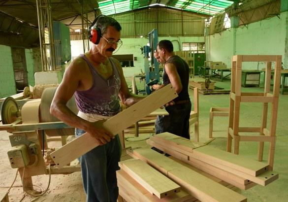 Empresa camagüeyana de muebles asegura entregas al Turismo y Comercio Interior
