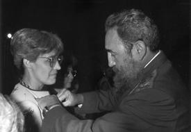 Rosa Elena Simeón junto a Fidel Castro