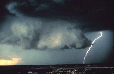 Tormenta eléctrica el 19 de junio de 1980 en Norman, Oklahoma, Estados Unidos. Crédito: NOAA Photo Library.