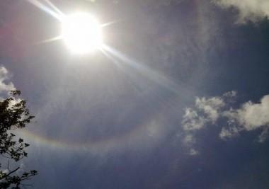 Halo solar observado el 15 de abril desde La Habana. Foto: Ernesto J. Rodríguez Acosta.