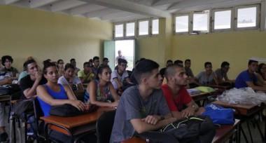 Los estudiantes universitarios realizan en sus centros educacionales reuniones