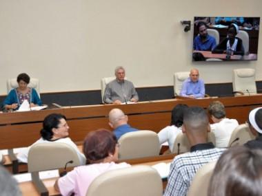 Presidente de Cuba exhorta a política lingüística amplia