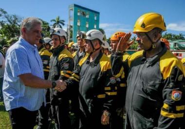 Al término del Ejercicio, Díaz-Canel felicitó el trabajo realizado por todas las fuerzas y la población. Foto: Jose M. Correa / Granma