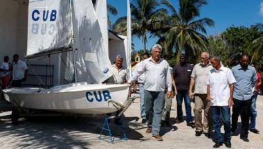 Díaz-Canel y otros directivos visitaron los renovados locales y saludaron a algunos de los jóvenes que se prepararán allí a partir del mes de septiembre