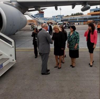 El Príncipe de Gales fue recibido por la Viceministra de Relaciones Exteriores de Cuba Ana Teresita Fraga.Foto: Tomada del Twitter de Ana Teresita Fraga