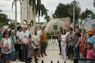 Integrantes de la Caravana Pastores por la Paz visitan restos de Fidel Castro