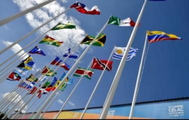 Banderas de países latinoamericanos ondean por Cumbre de la CELAC