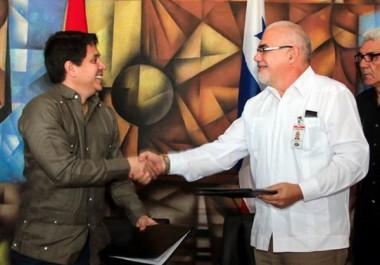 Antonio Becali Garrido y Mario Pérez González firmaron acuerdo de cooperación entre Cuba y Panamá.