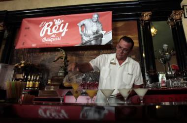 Competencia El Rey del Daiquirí, en su 4ta edición celebrada en el Bar El Floridita, como parte de los festejos por el 195 aniversario de esta instalación.