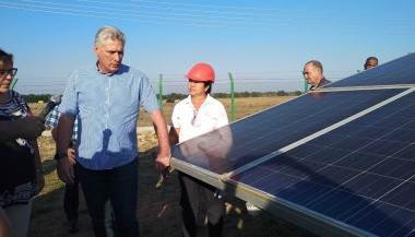 Díaz-Canel en parque fotovoltaico de La Sierpe