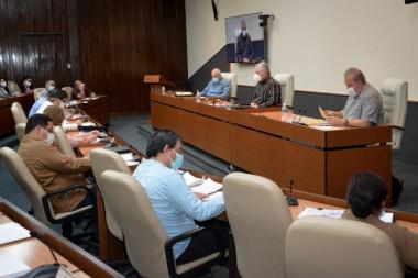 Presidente cubano se refiere al sistema empresarial