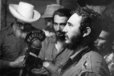 Fidel Castro trasmitiendo desde Radio Rebelde
