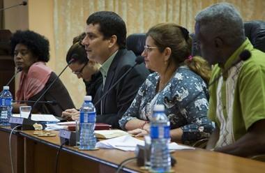 """Fermín Quiñones leyó la Declaración Final del II Foro de Actores Sociales y de la Sociedad Civil Cubana """"Pensando Américas"""". Foto: Irene Pérez/ Cubadebate."""