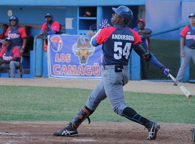 Leslie Anderson conectó un cuadrangular de tres carreras en la victoria de los Toros. Foto: Boris Luis Cabrera/Cubadebate.