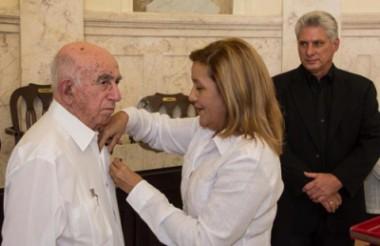 Recibe José Ramón Machado Ventura Orden Carlos J. Finlay