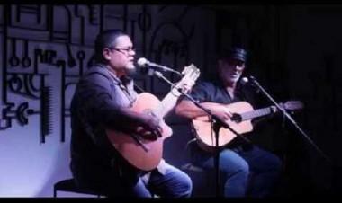 Reconocidos trovadores cubanos Eduardo Sosa y Pepe Ordaz