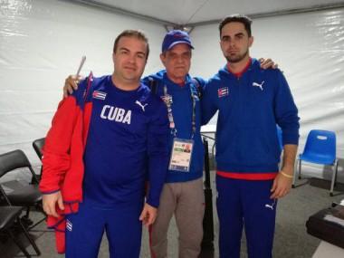 Atletas cubanos retornan de Perú después de cuarentena por la Covid-19