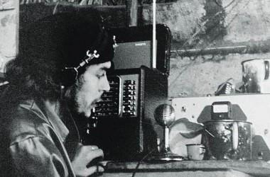 El Che transmitiendo desde Radio Rebelde