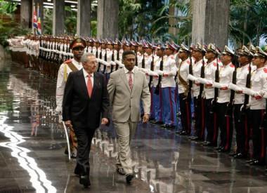 Raúl Castro recibe al Presidente de la República de Seychelles